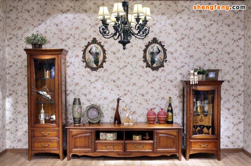实木家具在家具在按家具材料制作来分,通常都是属于中高档的家具品种。因为实木具有的天然的木质特性,一直是我们感觉到亲切的家具材料。实木家具虽然有着结实耐用的特点,但是经过我们长期的使用,家具表面不可避免地会出现一些污垢,这样就需要我们对此做一定的保养。下面胜芳家具网总结了一些相关的保养方法供大家参考。
