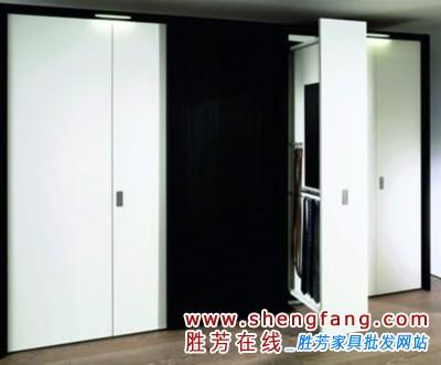 一些屋主会在面积较大的卧室里