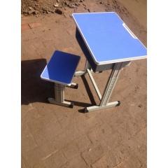 优乐娱乐课桌椅厂家  塑料课桌椅