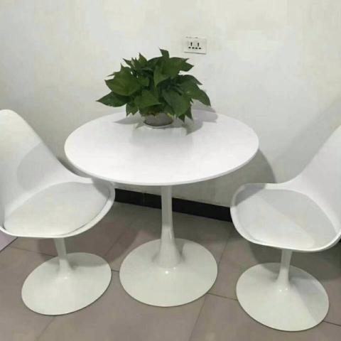胜芳88必发手机版登录伊姆斯桌子 餐桌 圆桌 实木桌 北欧桌子
