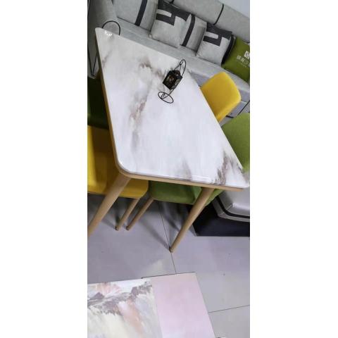 万博Manbetx官网餐桌 玻璃餐桌 玻璃餐台 小户型餐桌 钢化玻璃餐桌 热弯玻璃餐桌 时尚简约 餐厅万博manbetx在线 餐厨万博manbetx在线 瑞铎万博manbetx在线