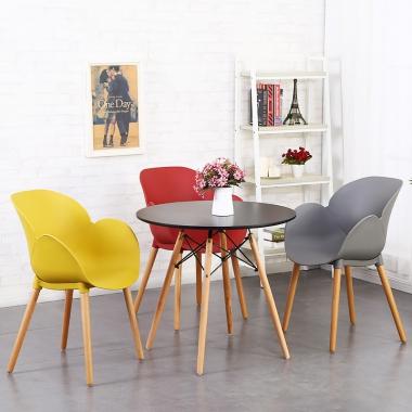 北欧餐椅家用书桌靠背创意实木现代简约咖啡厅洽谈塑料椅子