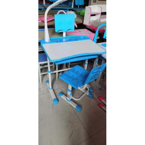 胜芳儿童课桌椅批发 儿童学习桌 学习课桌椅 儿童书桌 多功能儿童桌 儿童写字台 儿童写字桌 防近视书桌 可升降儿童课桌  鑫富成家具