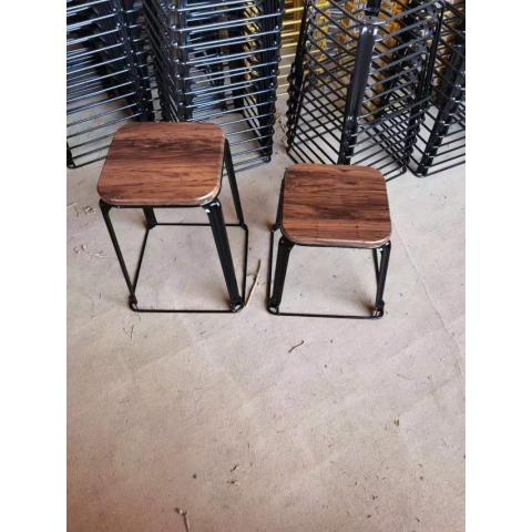 胜芳铁腿凳子批发 三腿凳子 方凳  铁皮凳  钢筋凳 套凳 圆凳 简易家具 意美佳家具